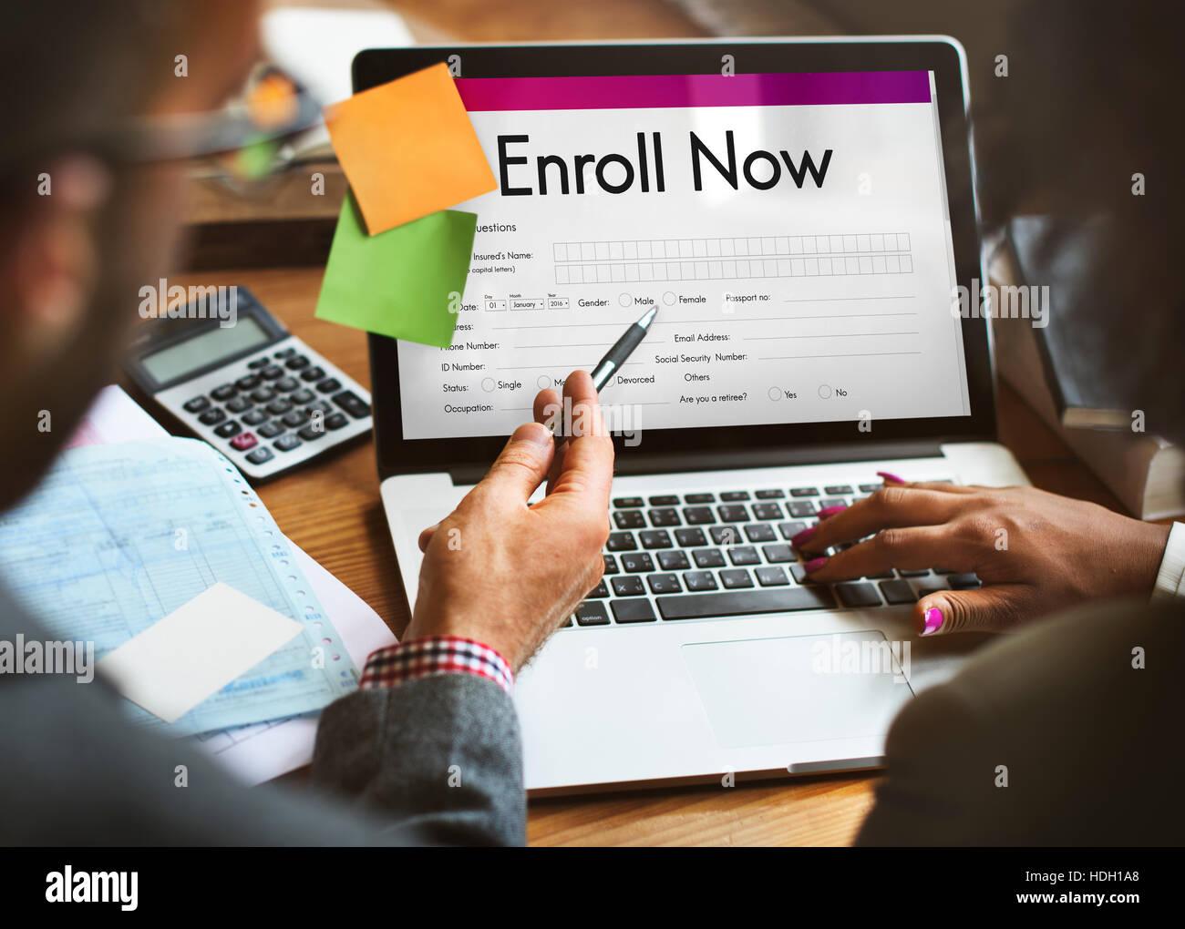 Inscribirse ahora Enviar formulario concepto Imagen De Stock