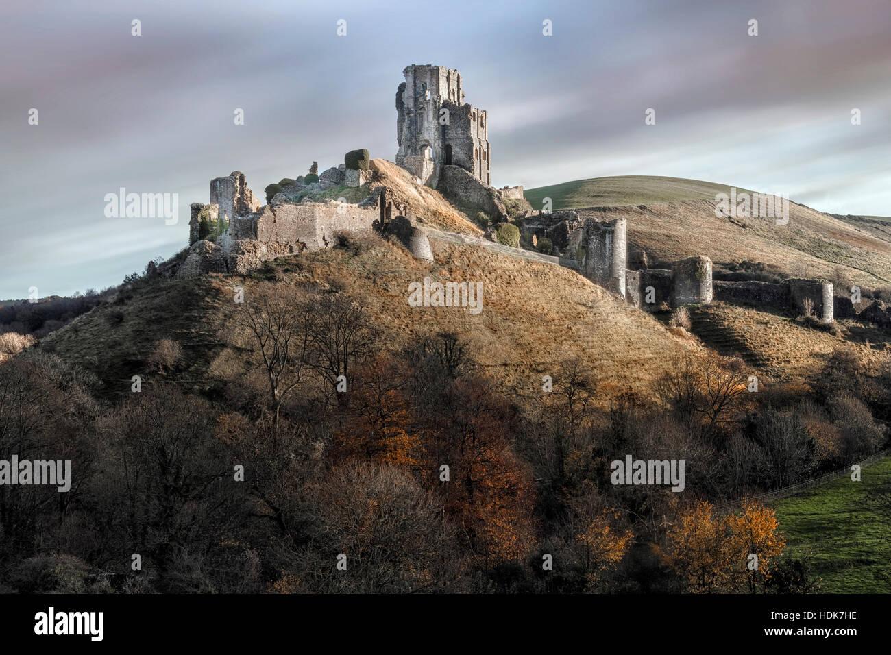El castillo Corfe, en Dorset, Inglaterra, Reino Unido. Imagen De Stock