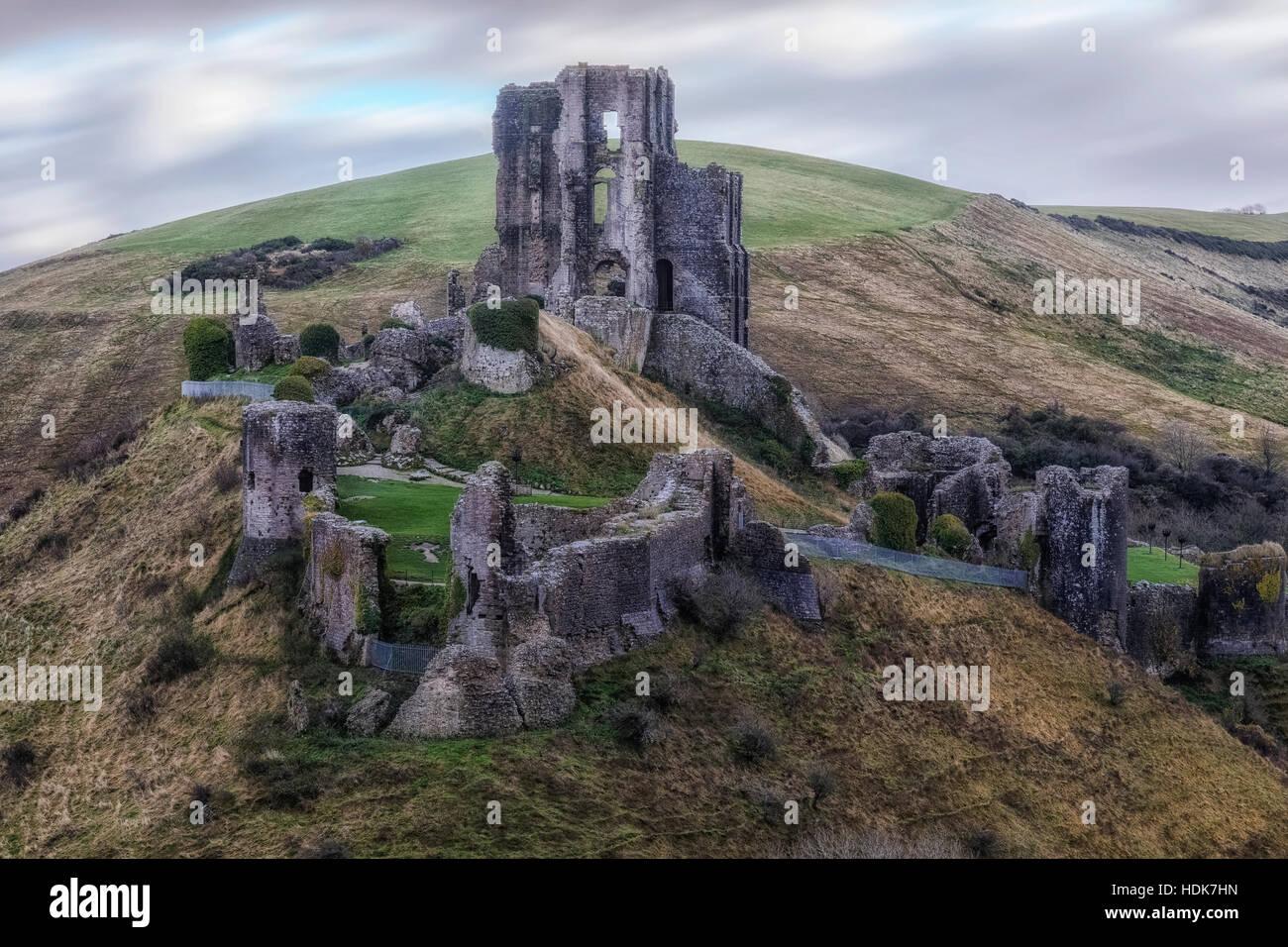 El castillo Corfe, en Dorset, Inglaterra, Reino Unido. Foto de stock