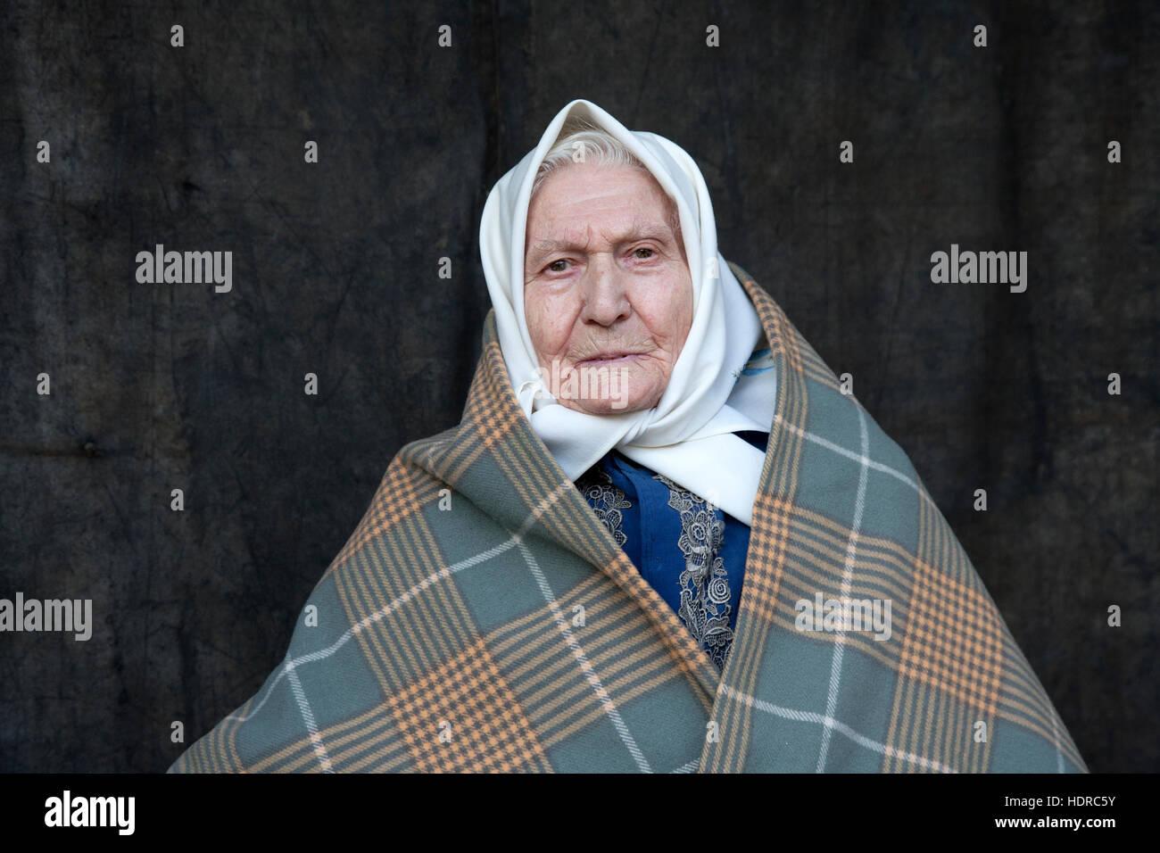 Mujer vistiendo trajes tradicionales pf Sur de Moravia, República Checa Imagen De Stock
