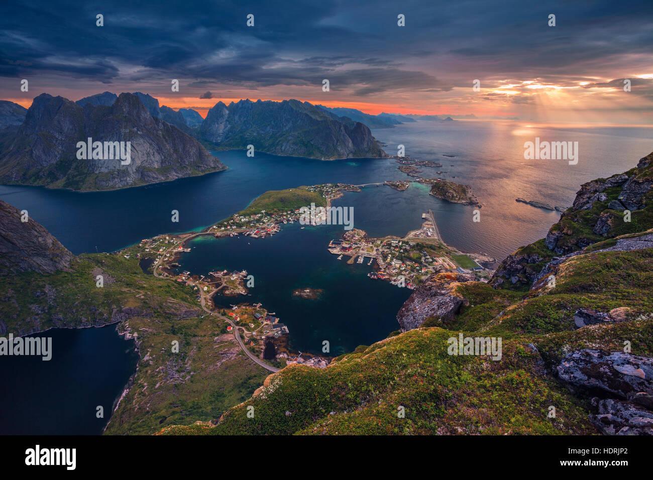 Noruega. Vista desde Reinebringen en las islas Lofoten, Noruega. Foto de stock