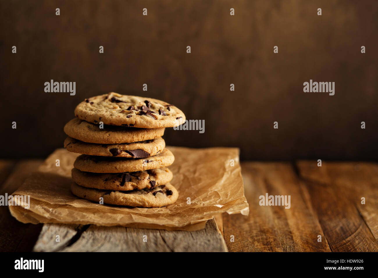 Galletas con trocitos de chocolate casero con leche Foto de stock