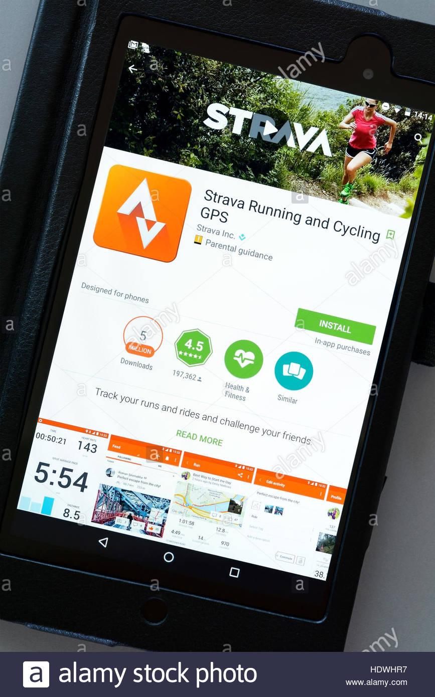 GPS Strava Cycling y ejecutar aplicaciones en un Android tablet PC, Dorset, Inglaterra, Reino Unido. Imagen De Stock