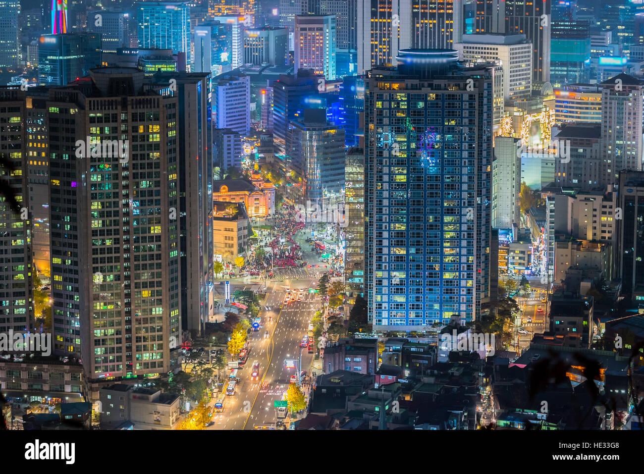 Corea, en Seúl, Corea del Sur en la noche del horizonte de la ciudad. Imagen De Stock