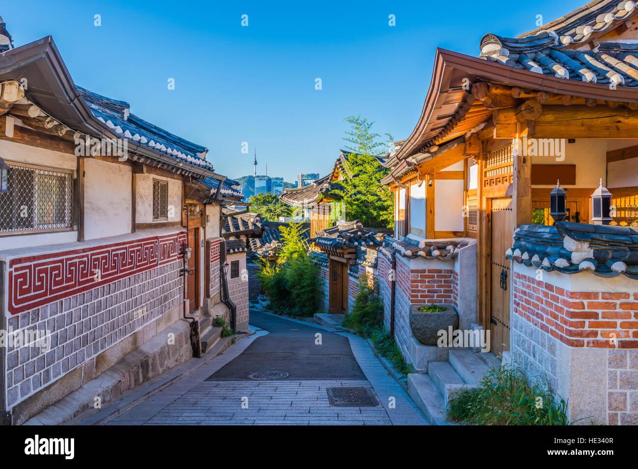 El pueblo de Bukchon Hanok en Seúl, Corea del Sur. Imagen De Stock