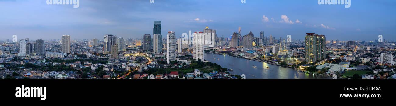Paisaje de Tailandia : Bangkok downtown al atardecer Imagen De Stock