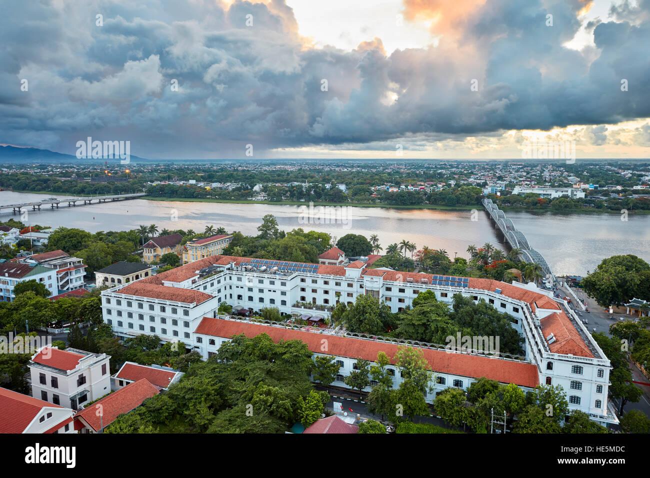 Vista elevada del hotel Saigon Morin. Hue, Vietnam. Foto de stock