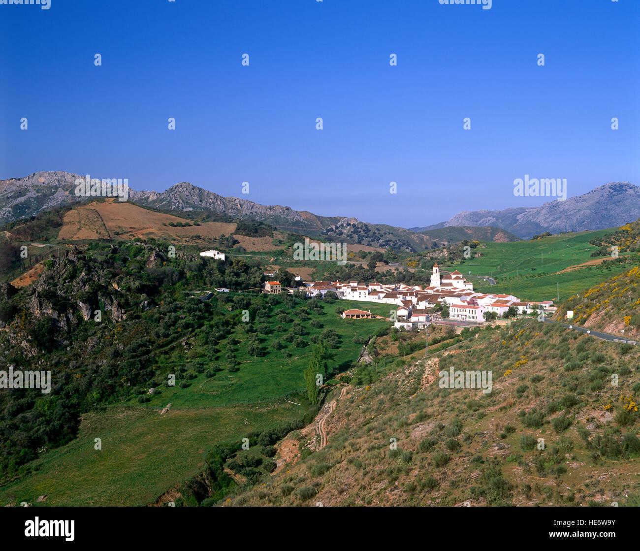 Atajate, pueblo blanco de Andalucía, España. Imagen De Stock