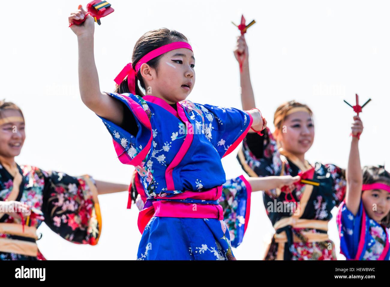 Niño Niña Del Japonés Festival Yosakoi Bailando Equipo Como Parte qwOvEOtBx