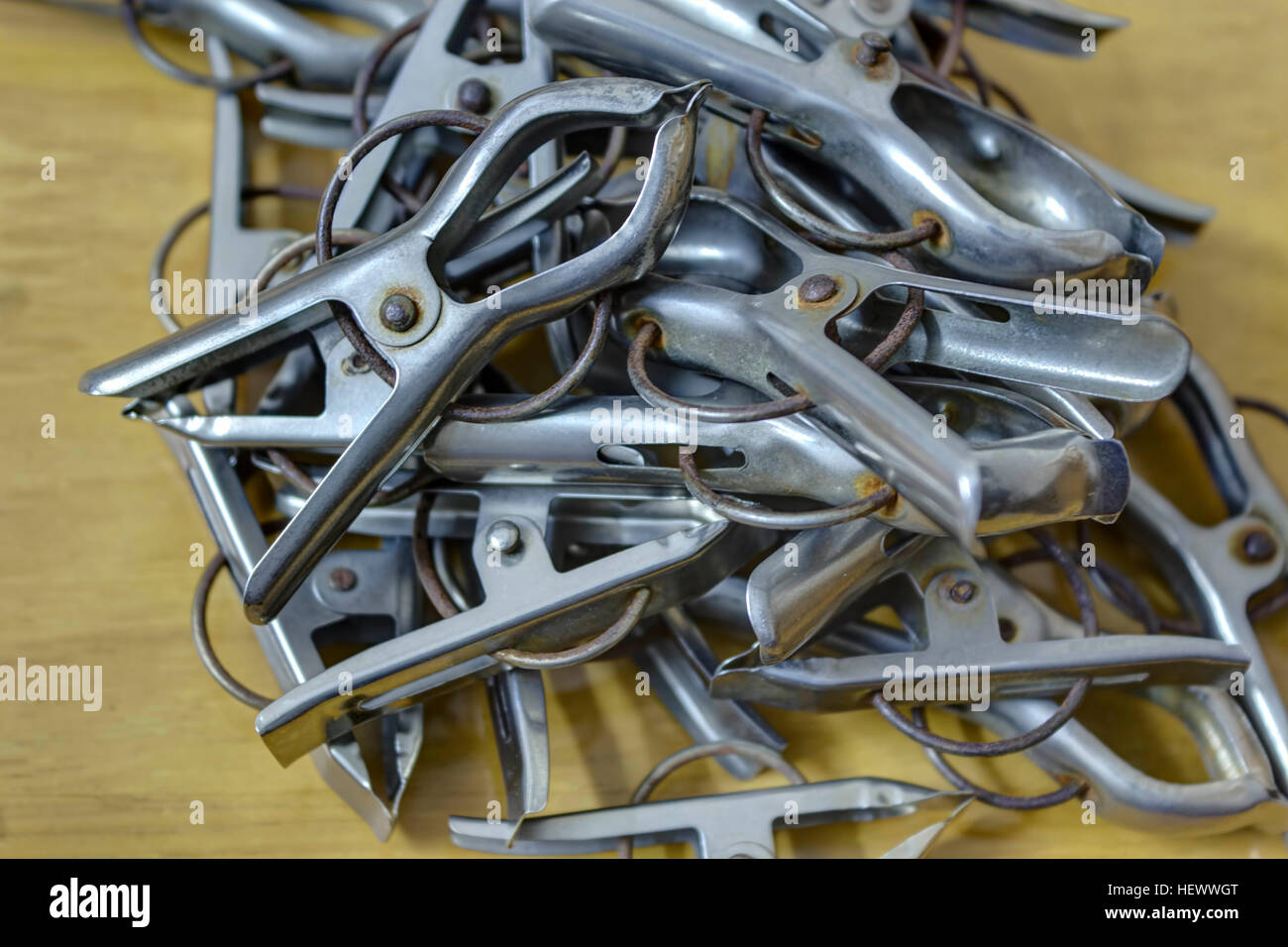 Colgando de pelo clips. Adecuado para uso en interiores y en exteriores. Imagen De Stock