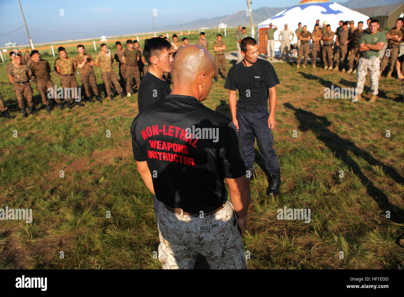 Las armas no letales a los instructores encargados de hacer cumplir la ley, 3er Batallón del Cuartel General de Foto de stock