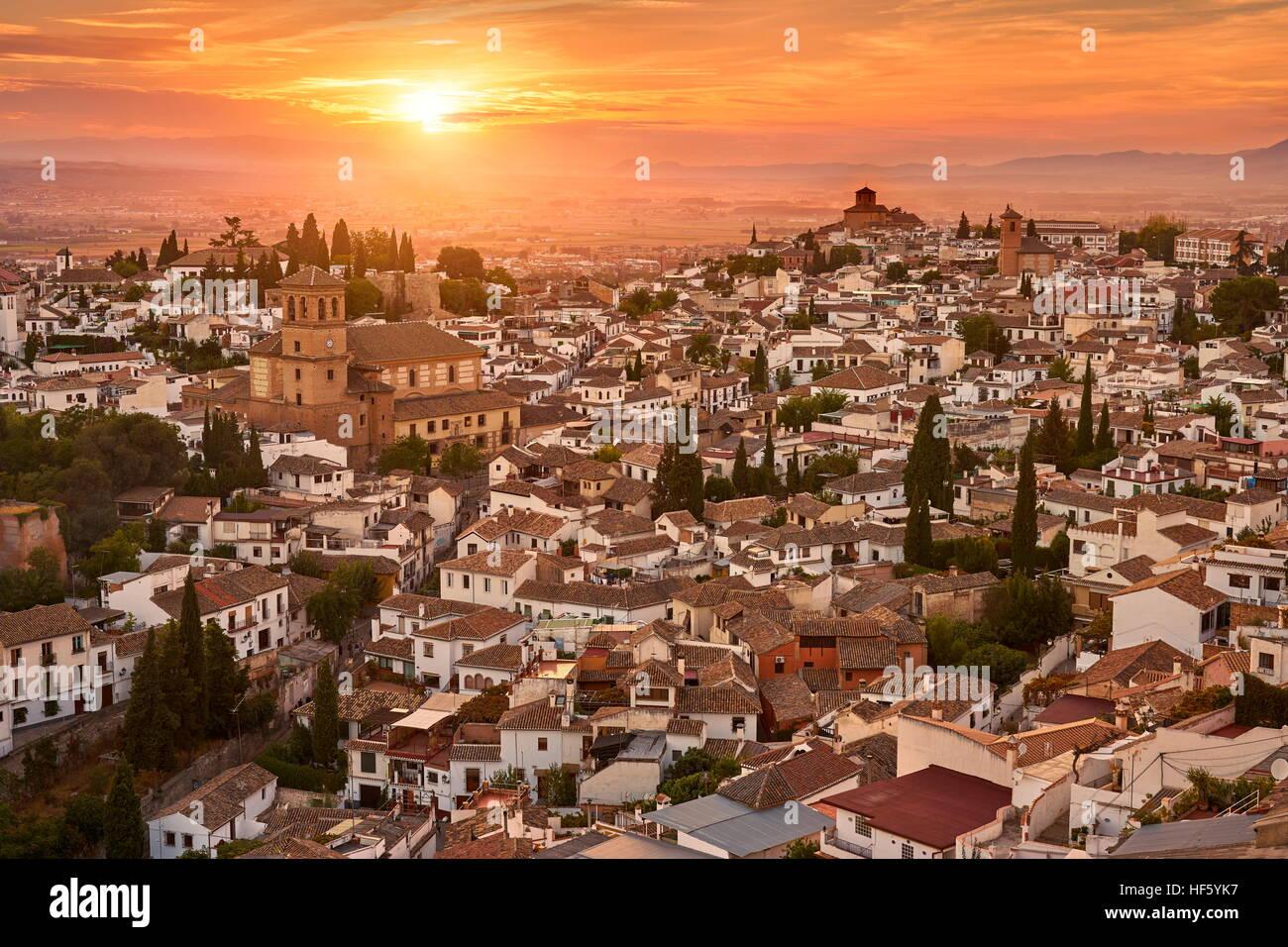 Puesta de sol paisaje urbano de Granada, Andalucía, España. Imagen De Stock