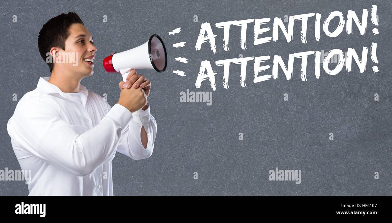 Atención anuncio anunciar información de advertencia joven megáfono megafonía Imagen De Stock