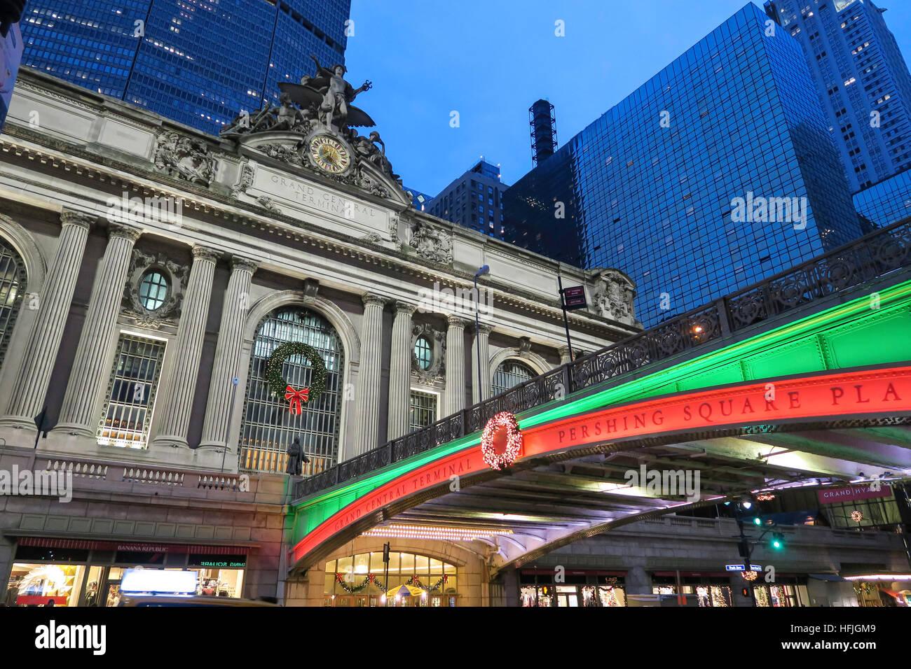 Pershing Square, luces de vacaciones en la Ciudad de Nueva York, EE.UU. Foto de stock