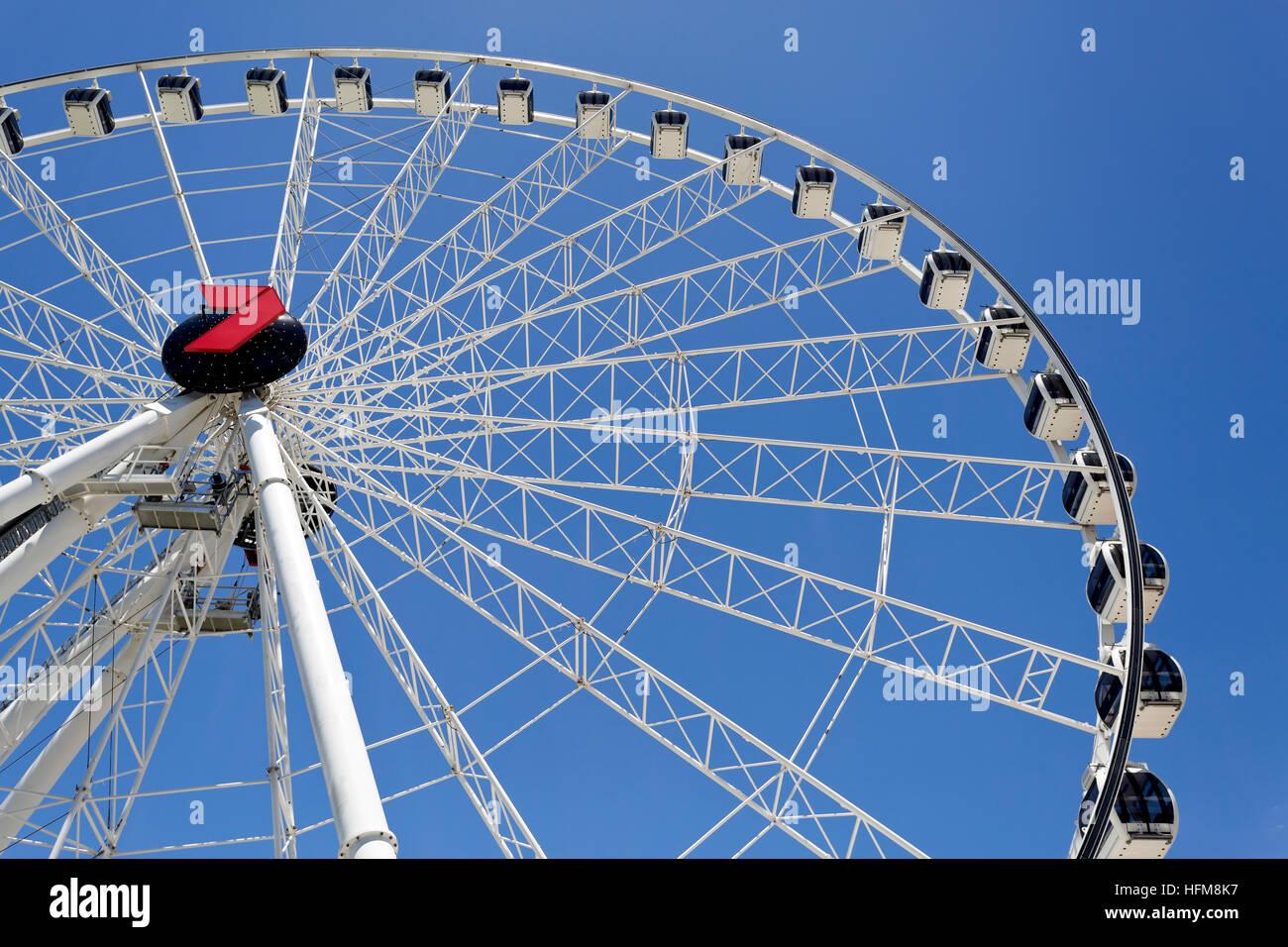 La rueda de Brisbane es casi una noria de 60 metros de altura instalada en Brisbane, Australia. Foto de stock