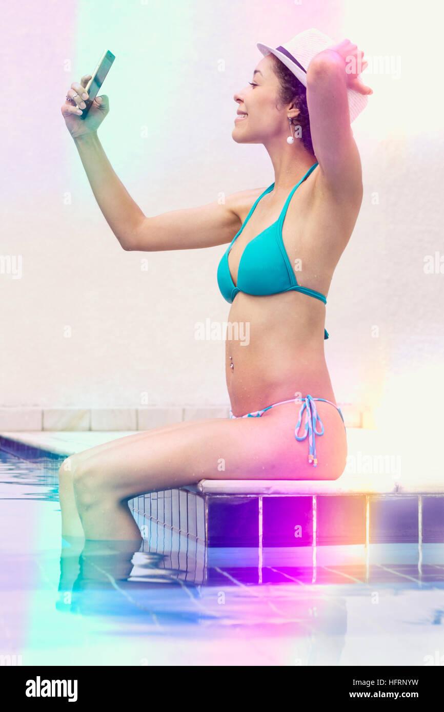 PiscinaSelfie MismaEn Bikini Fotografiando Chica La Ella A Azul dxeroCBW