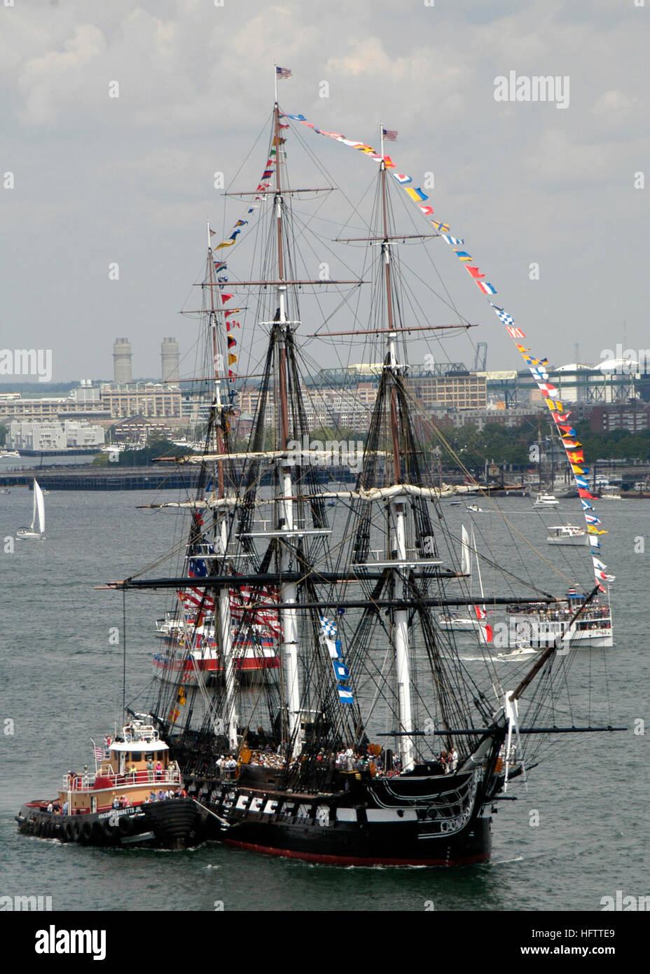 070704-N-1189B-068 BOSTON (Julio 4, 2007) Ð USS Constitution hace su viaje anual a través de Boston en Imagen De Stock
