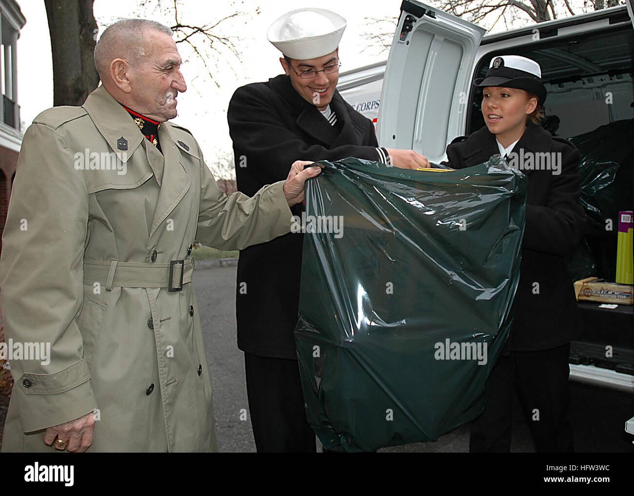 071202-N-1060K-007 de Charlestown, Massachusetts (Dec. 2, 2007) USS Constitution marineros marinero Nola chispas Imagen De Stock