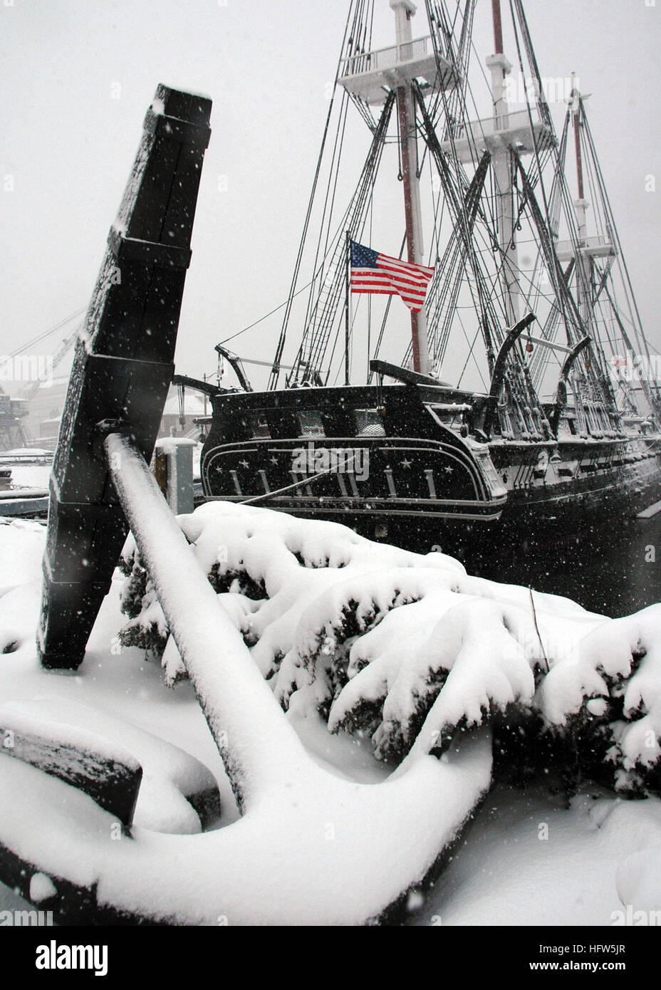 080114-N-2893B-002 de Charlestown, Massachusetts (Ene. 14, 2008) La Primera gran nevada del año nuevo mantas Imagen De Stock