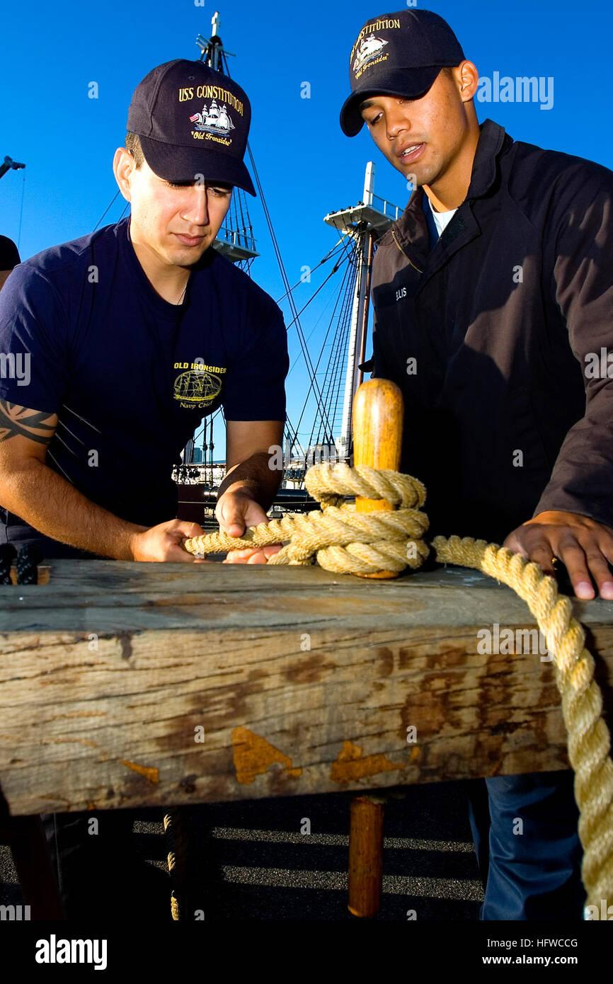 080820-N-0167W-067 de Charlestown, Massachusetts (Ago. 20, 2008) marinero Ryan Ellis, derecho asignado al USS Constitution, Imagen De Stock
