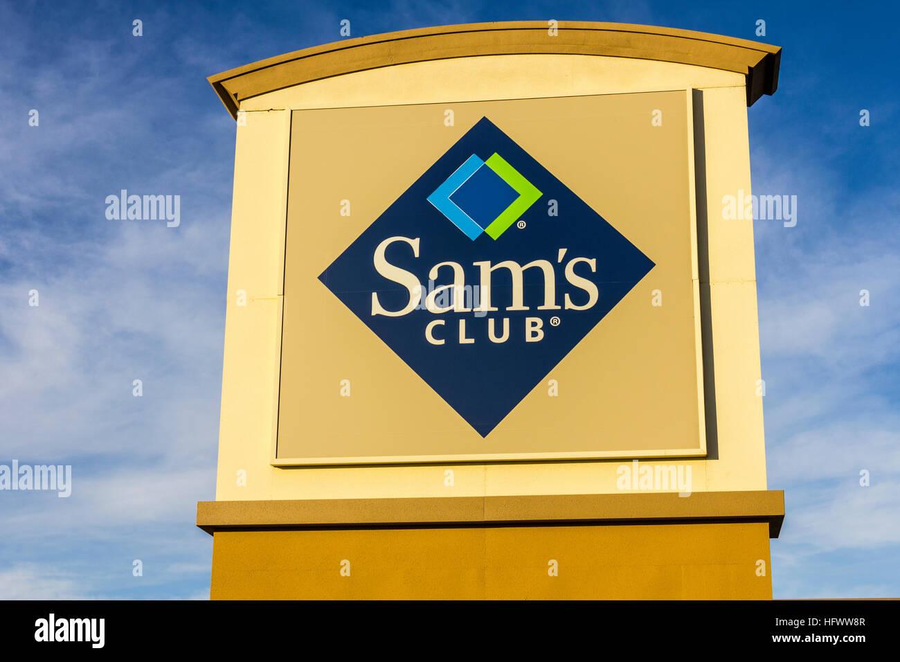 Las Vegas - Circa Diciembre 2016: Almacén de Sam's Club Logo y carteles. Sam's Club es una cadena de Imagen De Stock