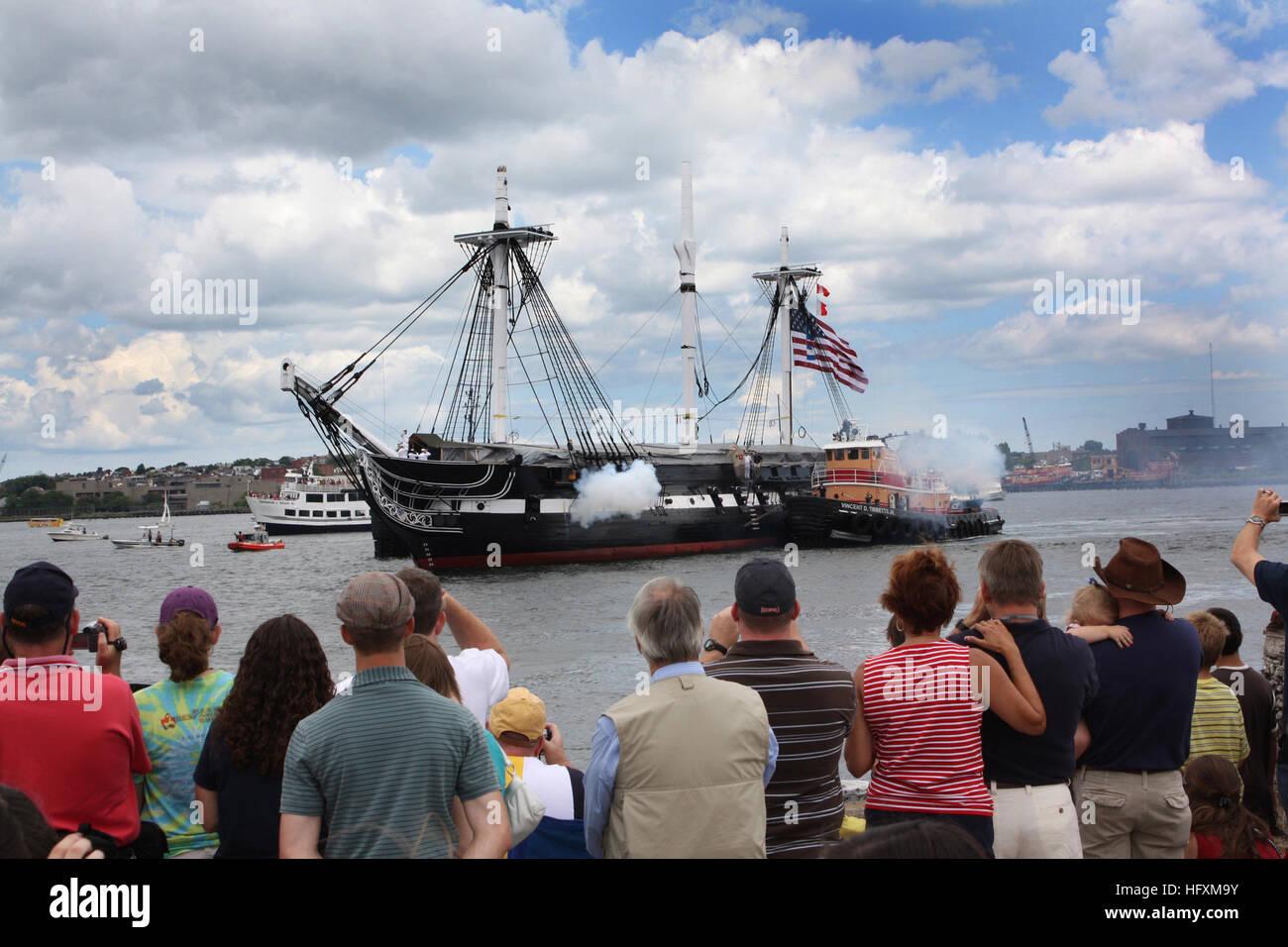 090704-N-8110K-080 de Boston, Massachusetts (Julio 4, 2009) los espectadores en la estación de la Guardia Costera Imagen De Stock