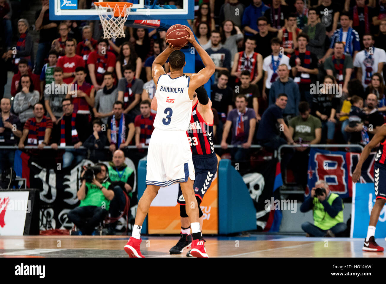 Vitoria, España. El 3 de enero, 2017. Anthony Randolph (Real Madrid) Dispara la pelota durante el partido de Imagen De Stock