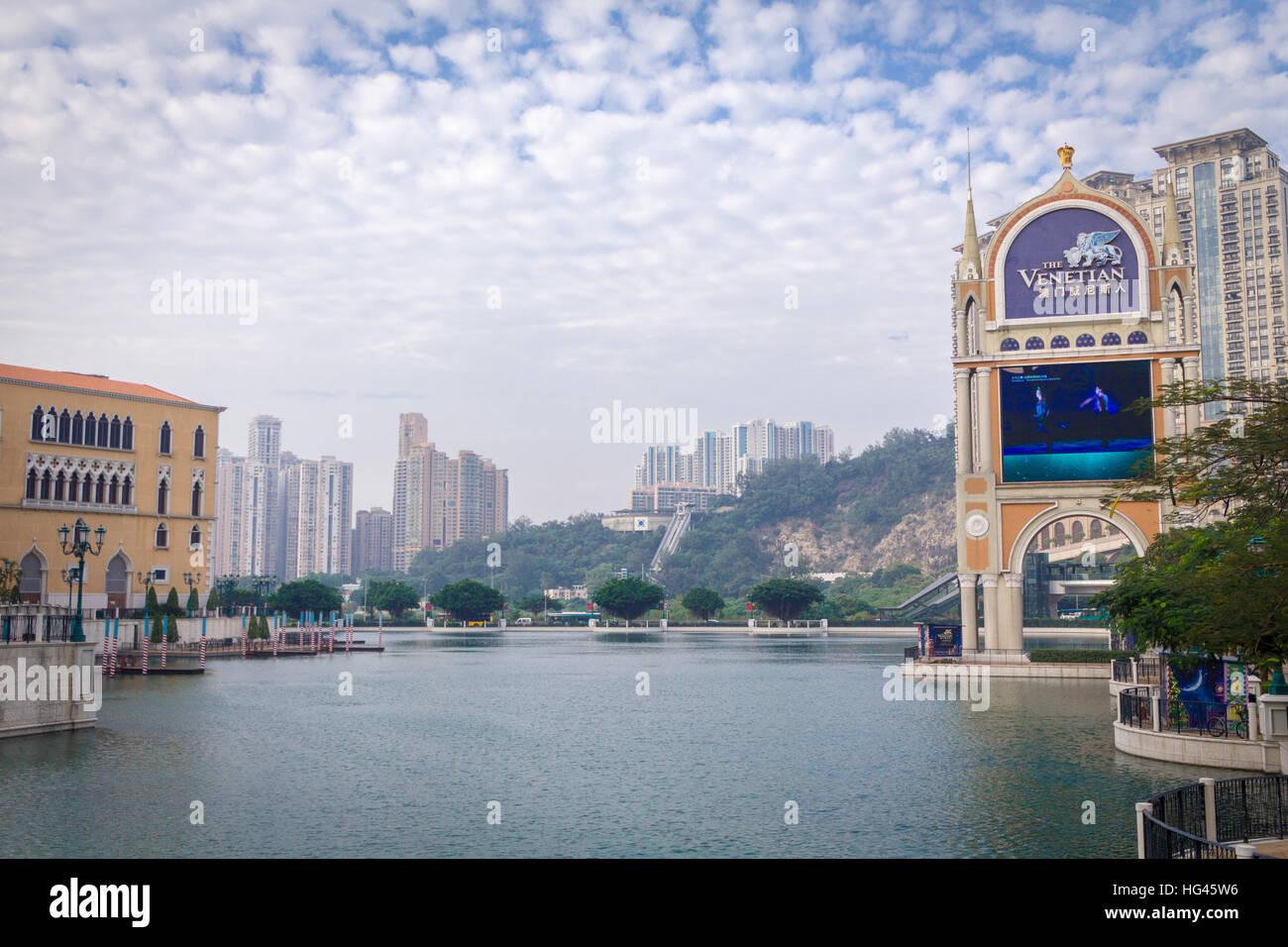 Al lado del río veneciano en Macao, China, con nubes y cielo de Niza Imagen De Stock