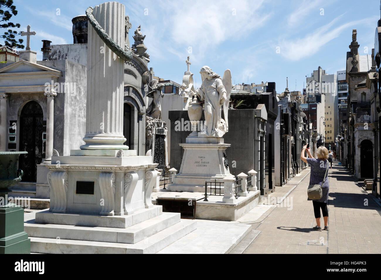 Mausoleos familiares en el Cementerio de la Recoleta, Buenos Aires, Argentina, Sudamérica Imagen De Stock