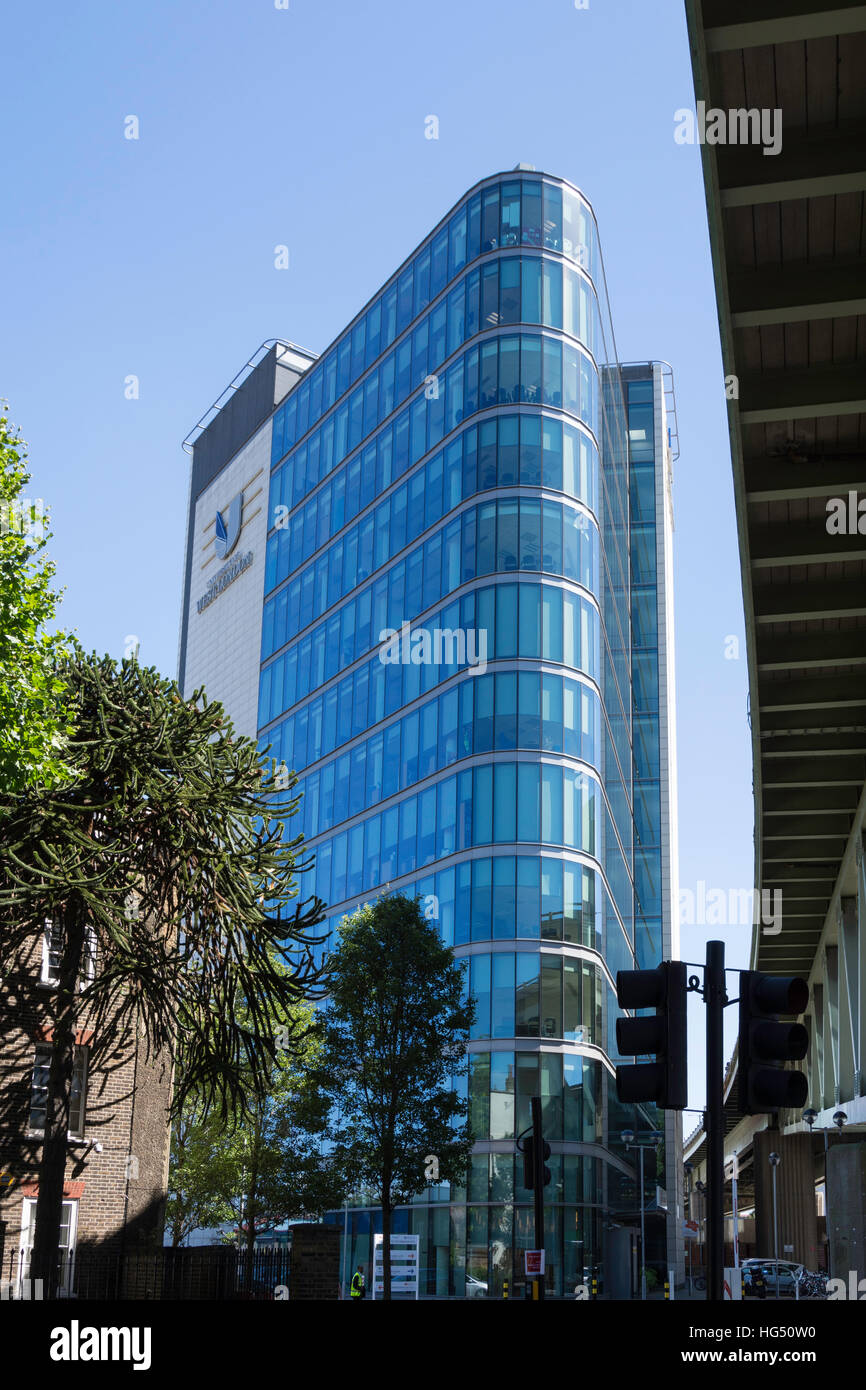 Universidad de West London desde Boston Manor, Brentford Road, London Borough de Hounslow, Greater London, England, Imagen De Stock