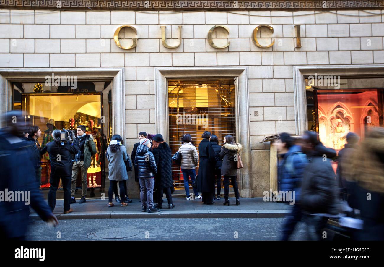 A Gucci Shop Imágenes De Stock   A Gucci Shop Fotos De Stock - Alamy 79fe35c5b25