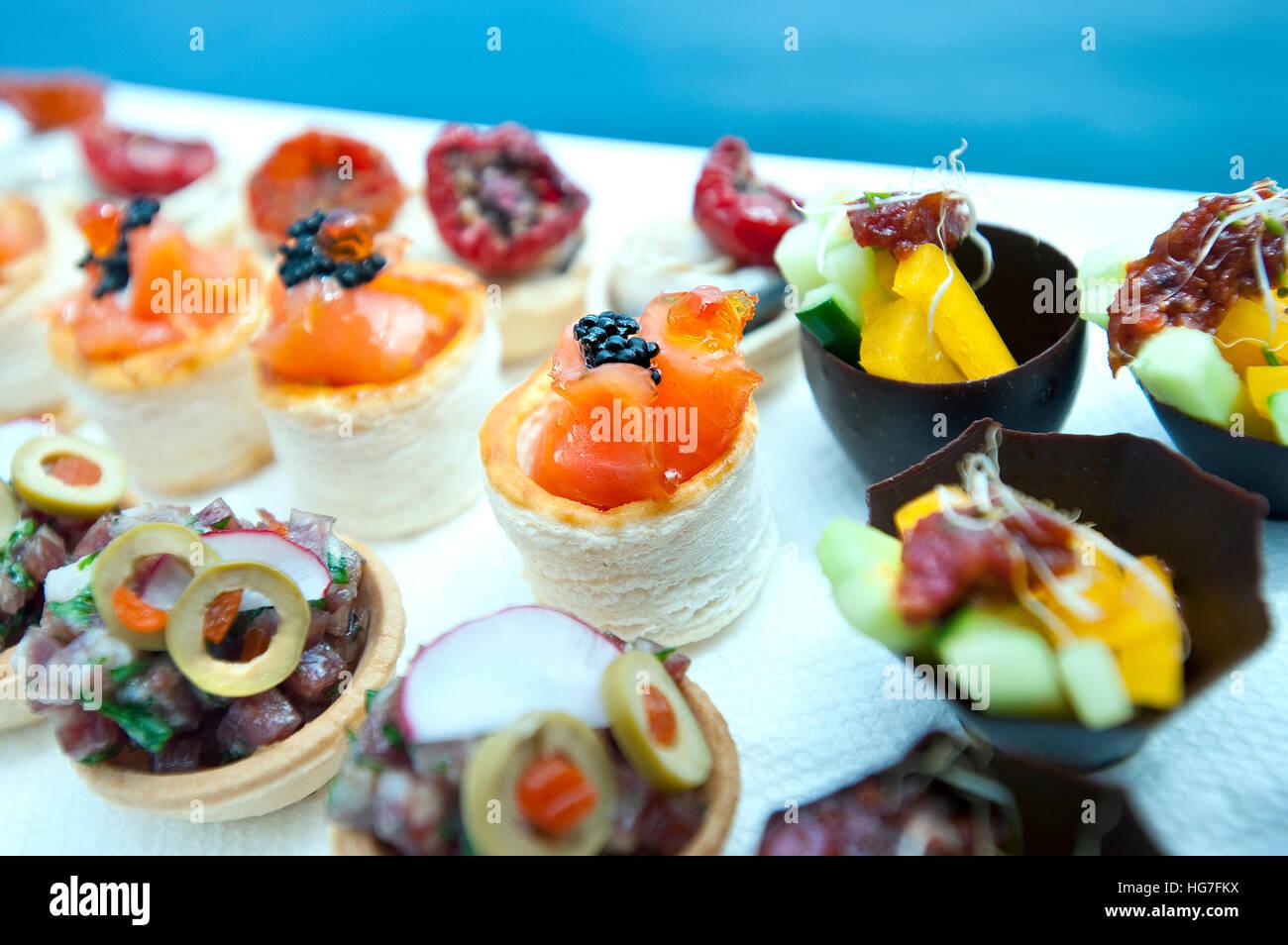 Canapés parte alimentos Foto de stock