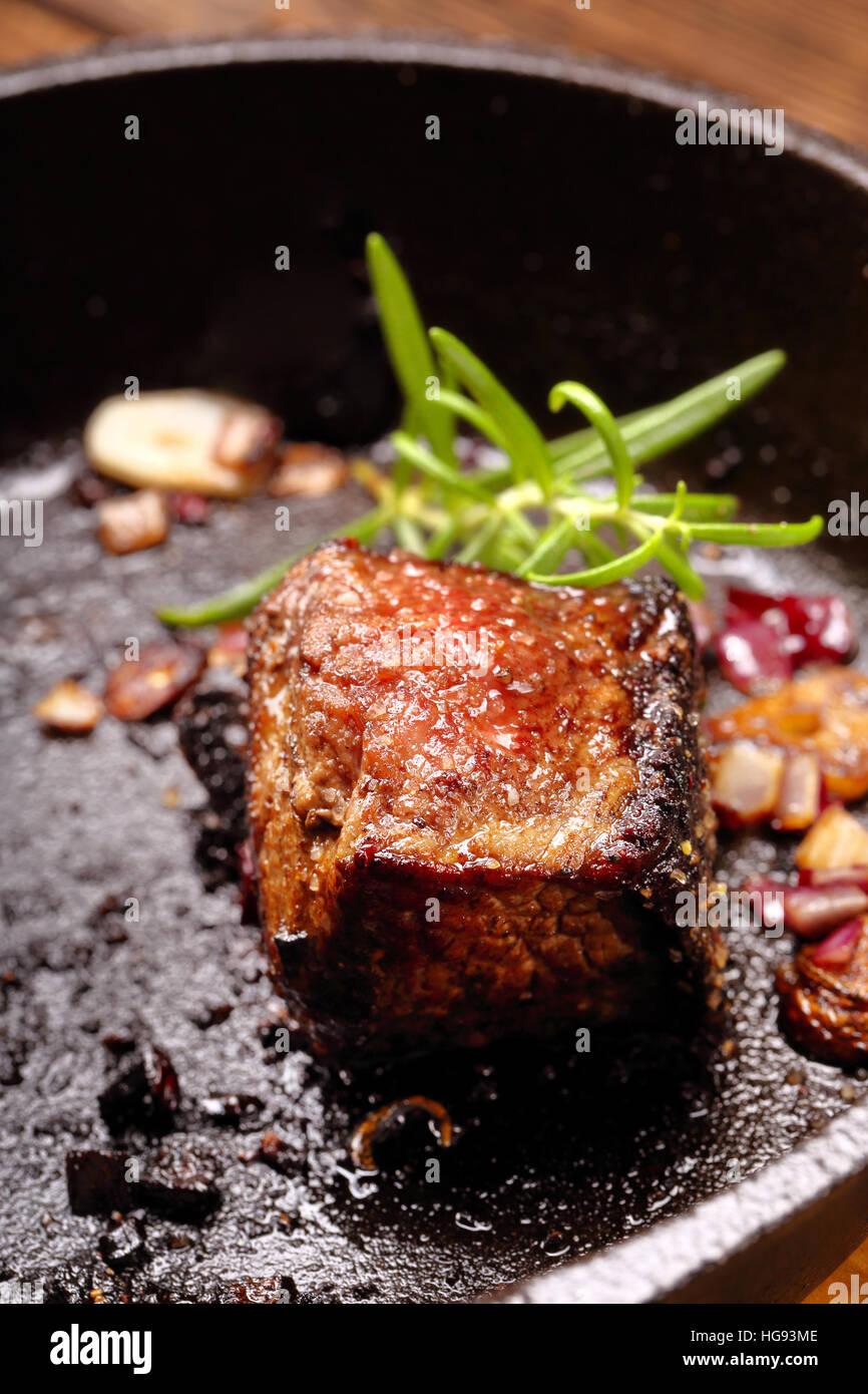 Steak im genes de stock steak fotos de stock alamy for Sartenes de hierro fundido el corte ingles
