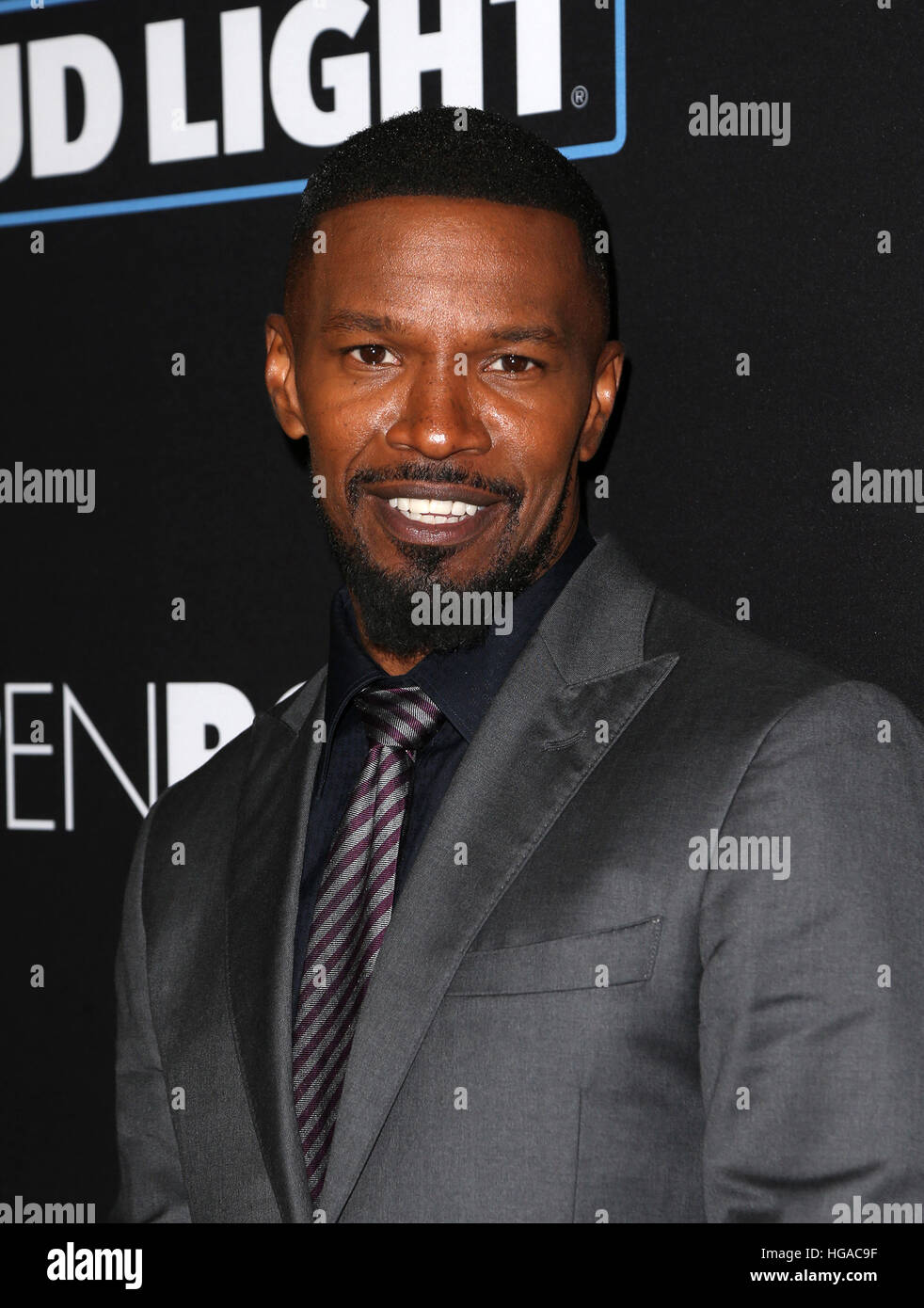 Los Angeles, CA, EE.UU. El 05 ene, 2017. Jamie Foxx, en el estreno de Open Road Films' 'Sleepless', en el Regal Foto de stock