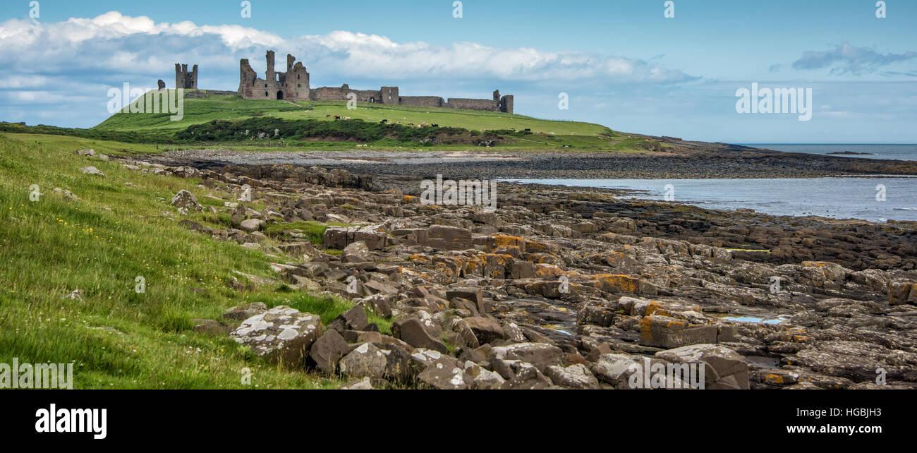 Castillo de Dunstanburgh, costa de Northumberland, Reino Unido Imagen De Stock
