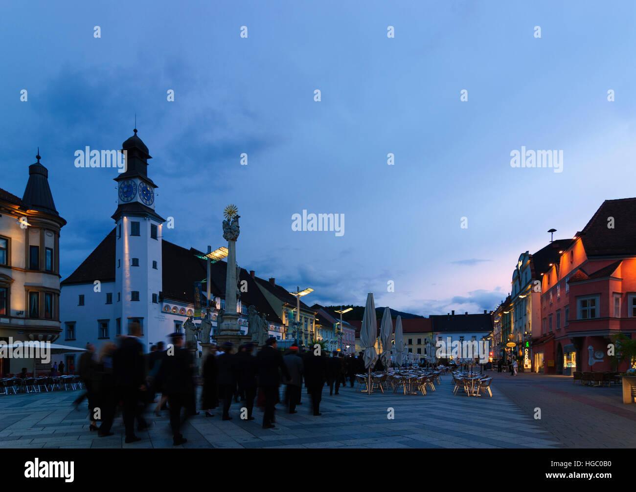 Leoben: miembros de una beca en la Philistrierung (la conclusión del estudio) se celebra en la plaza en frente Imagen De Stock