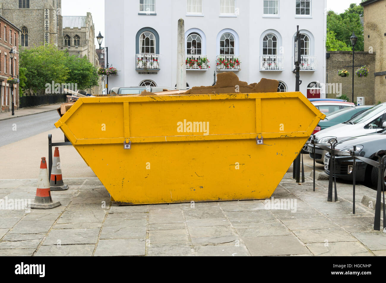 Basura o papelera o saltar o contenedor en la calle Imagen De Stock