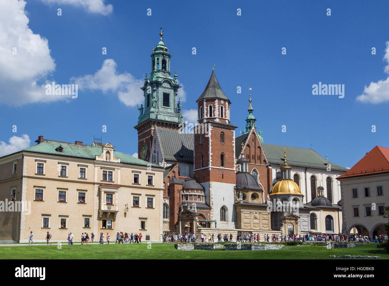 El Castillo Real de Wawel, en Cracovia. Imagen De Stock