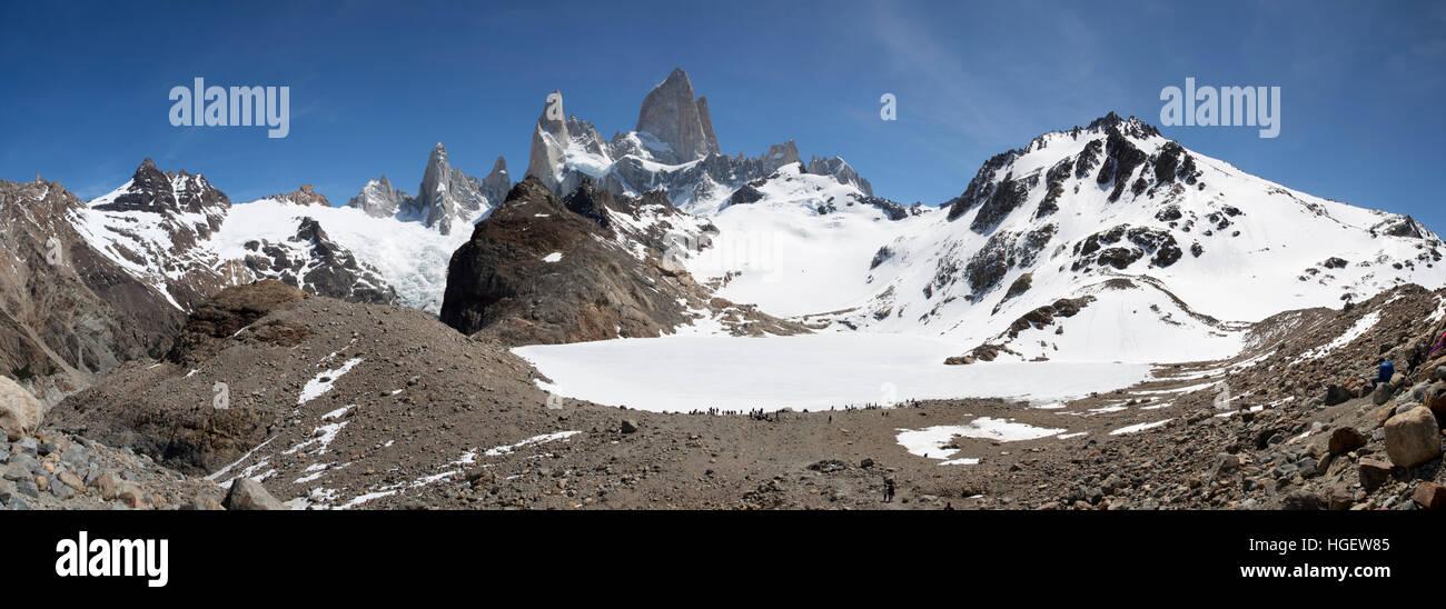 La Laguna de los Tres y el Monte Fitz Roy, El Chalten, Patagonia Argentina, Sudamérica Foto de stock