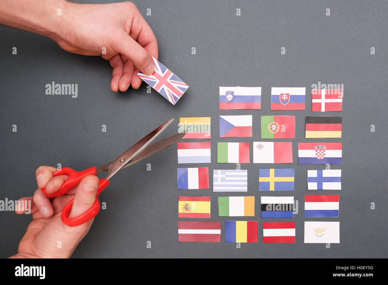 Banderas de Europa y Gran Bretaña bandera en manos Imagen De Stock