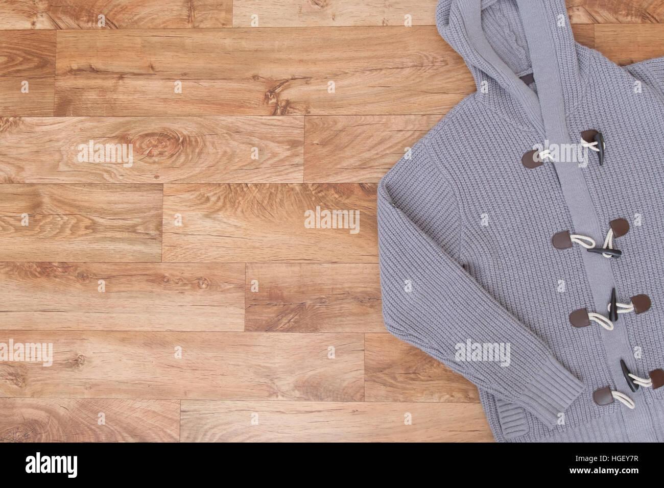 Vista superior de la ropa de invierno en madera Imagen De Stock