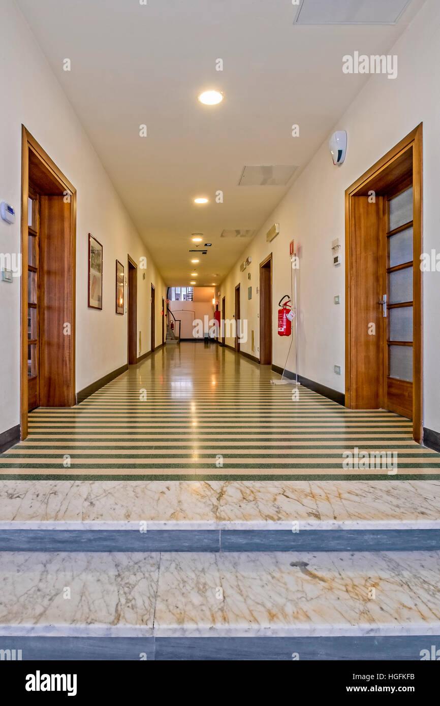 Italia Veneto Lido de Venecia Aeropuerto Nicelli - Pasillo primer piso Imagen De Stock