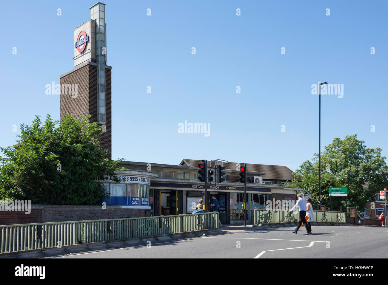 La estación de metro Boston Manor, Brentford, Hounslow, London Borough of Greater London, England, Reino Unido Imagen De Stock