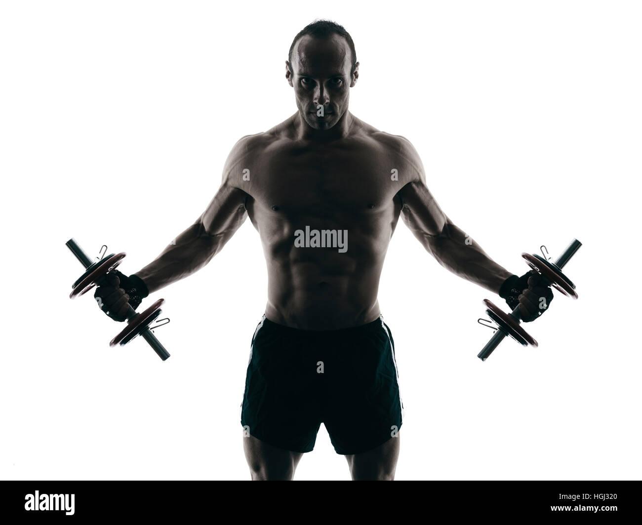Un hombre caucásico ejercicio gimnasio body building ejercicios en studio en silueta aislado Imagen De Stock