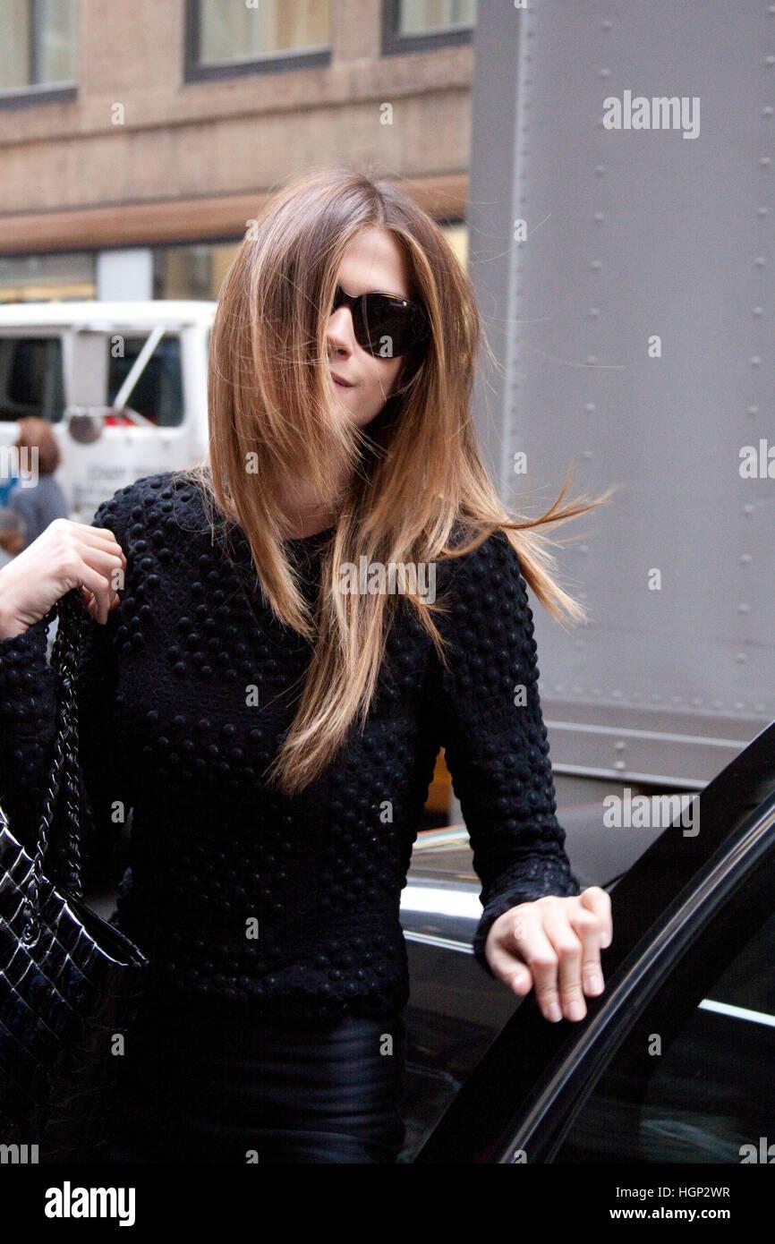 Elisa Sednaoui llegando a la Calvin Klein otoño invierno show en la Semana de la Moda de Nueva York Foto de stock