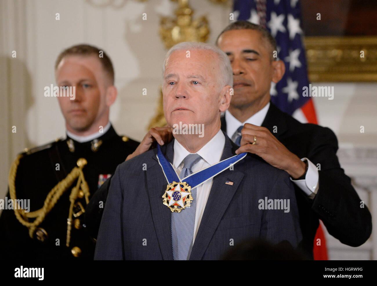 Washington DC, Estados Unidos. 12 ene, 2017. El Presidente de Estados Unidos, Barack Obama presenta la Medalla de Imagen De Stock