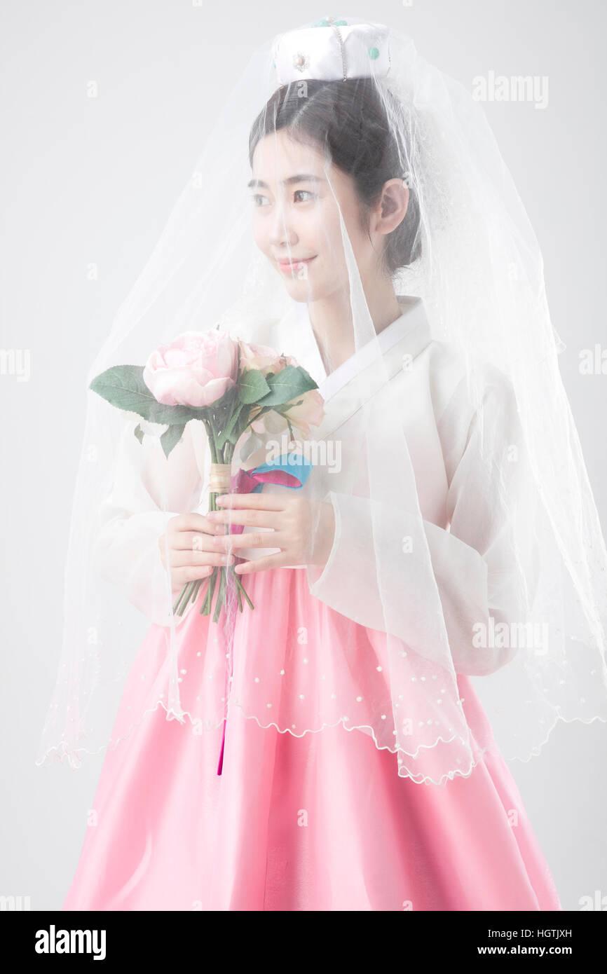 Korean Wedding Bride Traditional Imágenes De Stock & Korean Wedding ...