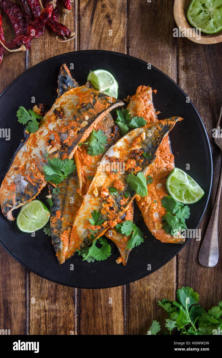 Indian caballa pescado frito con cilantro Imagen De Stock