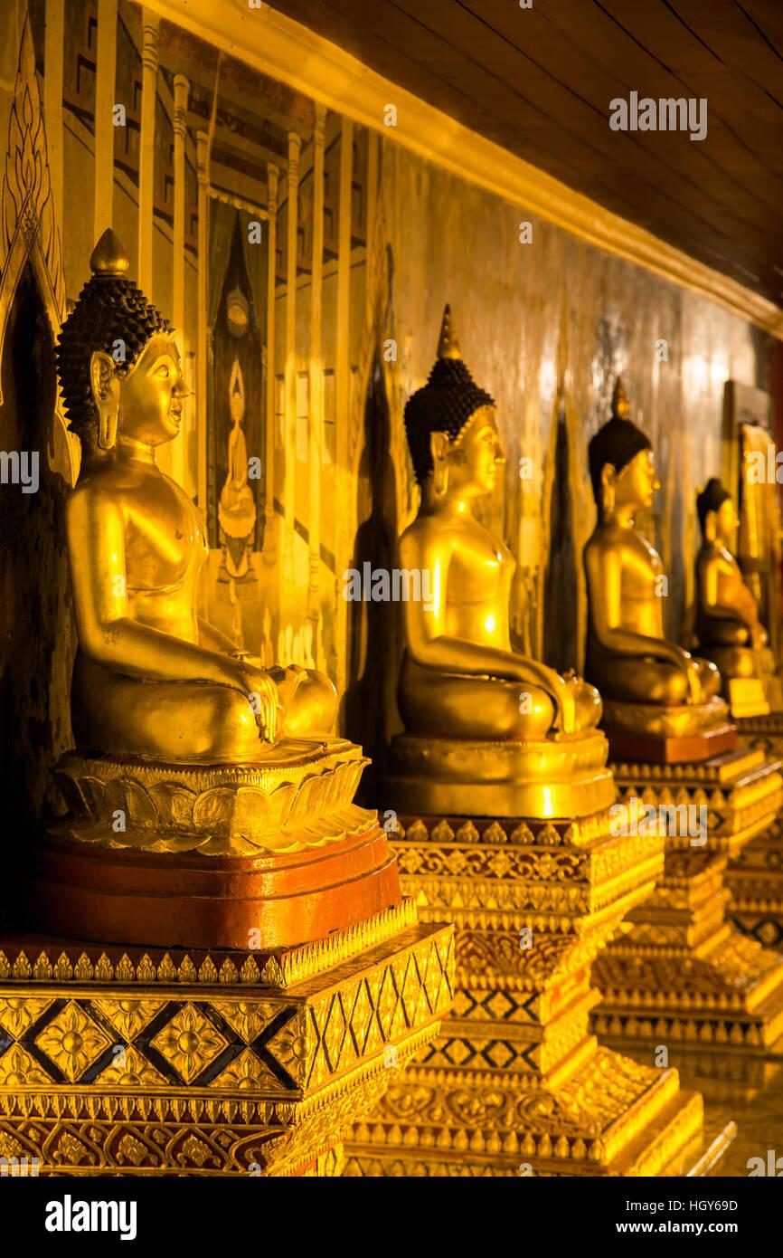 Estatuas de Buda, el Wat Phrathat Doi Suthep, Pico, Chiang Mai, Tailandia Imagen De Stock