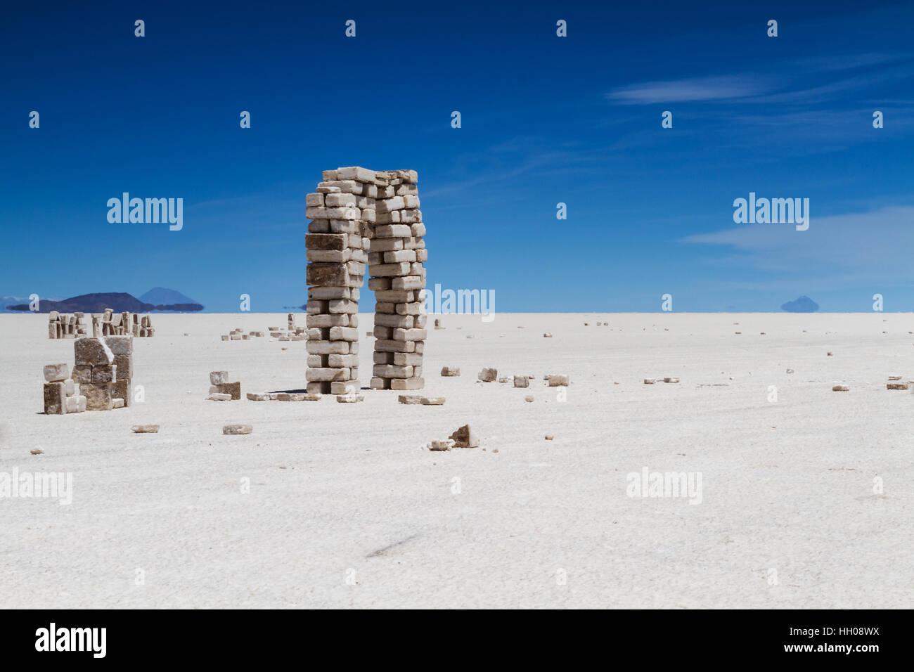 Ladrillos de sal en el Salar de Uyuni, Altiplano, Bolivia Imagen De Stock